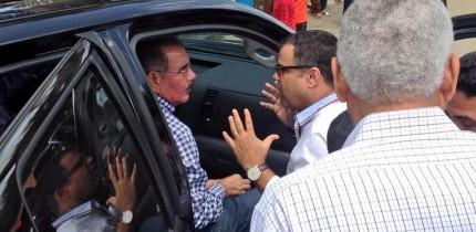 Tommy Galán da las gracias al presidente Danilo Medina en Daza
