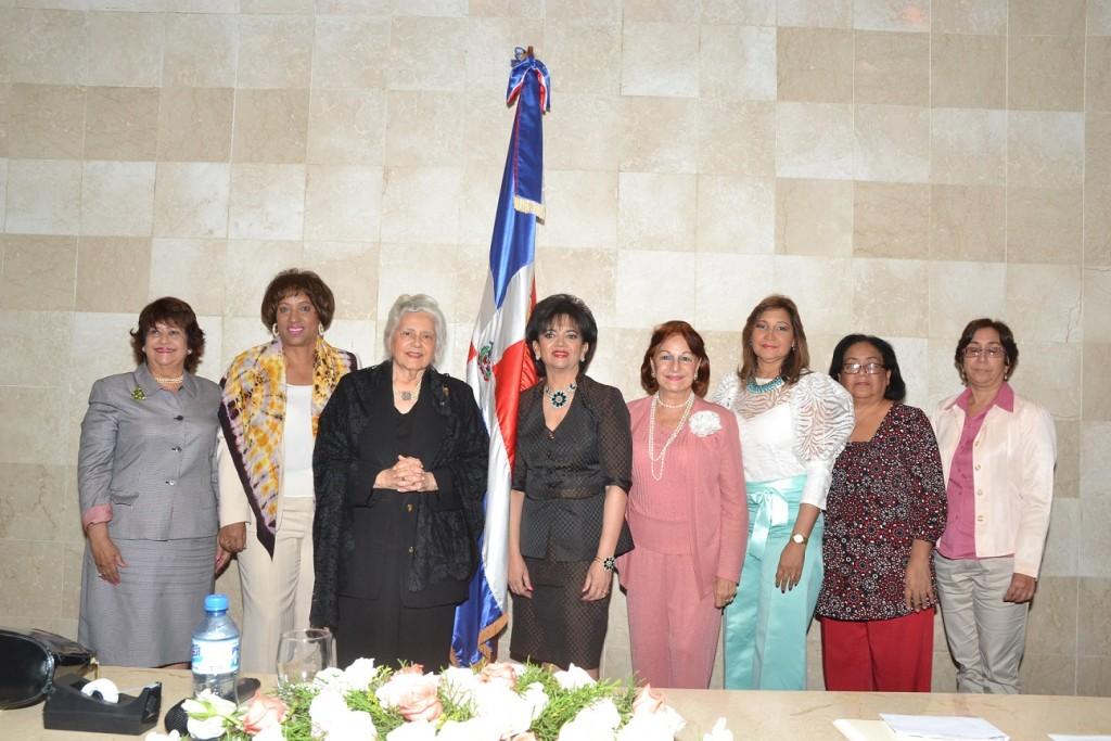 1.- Veronica Sencion, Rosa Roa, Maria Conchita Älcala, Emma Valois, Maria Cristina de Farias, Victoria Rouffot, Carmen Perez y Graciela Morales.