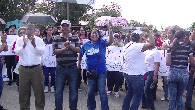 PROFESORES DE VILLA ALTAGRACIA PROTESTAN